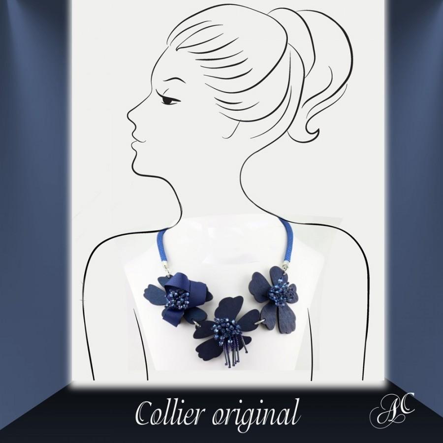 Collier original, fleurs de bois et perles de rocaille