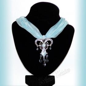 Collier de rubans et de perles