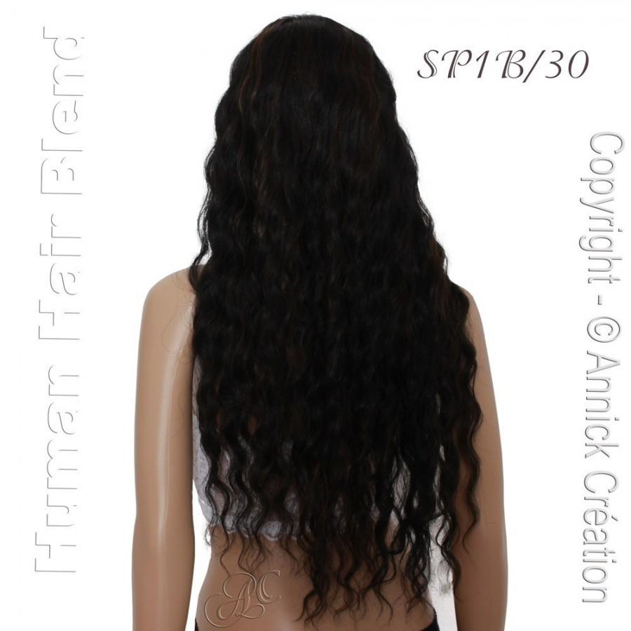 Perruque somptueuse, une coiffure ondulée